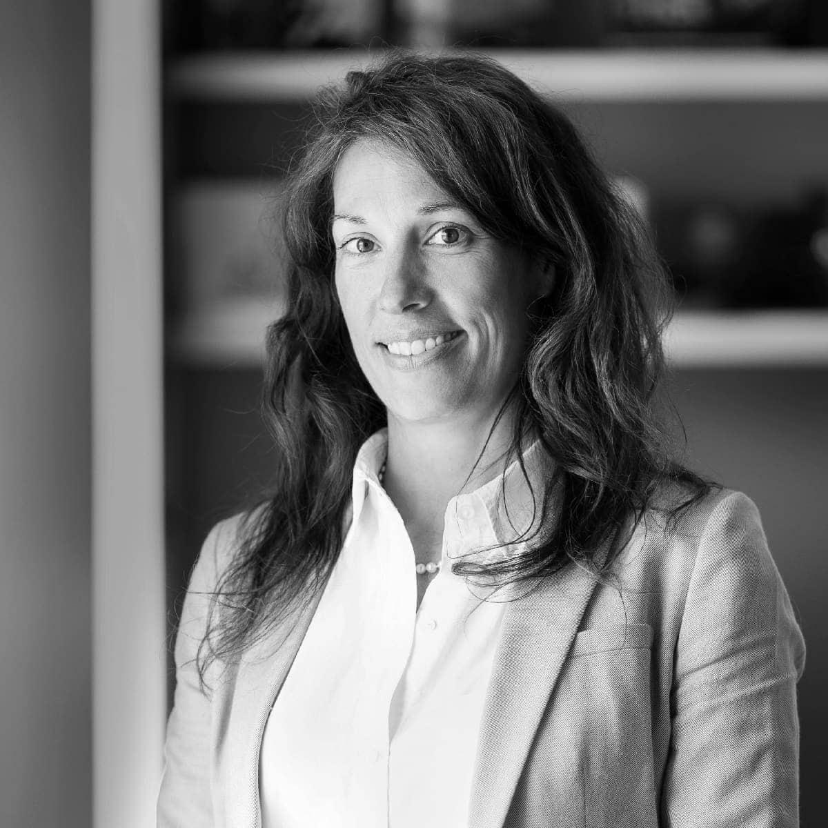 Portrait closeup de Annick Garcin, associée et gestionnaire de comptes