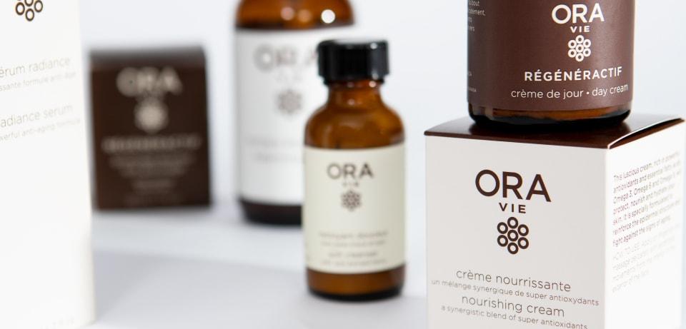 Ensemble de boîtes et de bouteilles santé et beauté de la compagnie Ora Vie